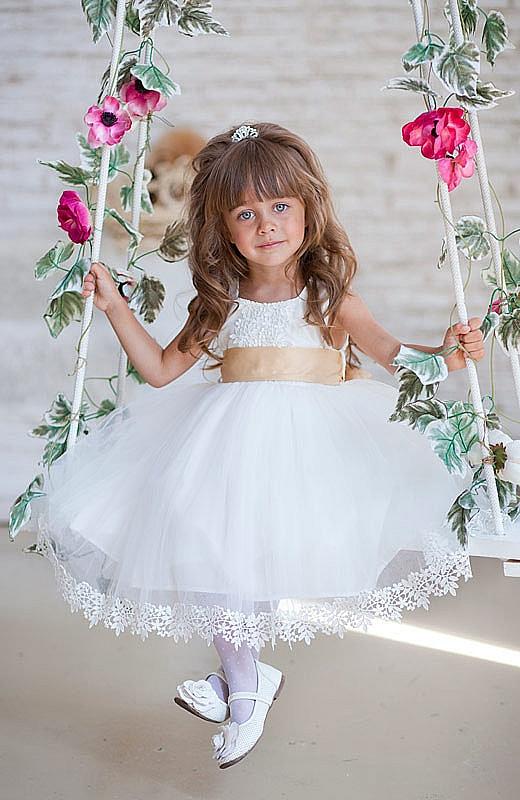 белое платье с пышной юбкой для девочки